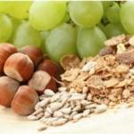 High fibre diet including grapes, nuts and cereals is important after hernia surgery